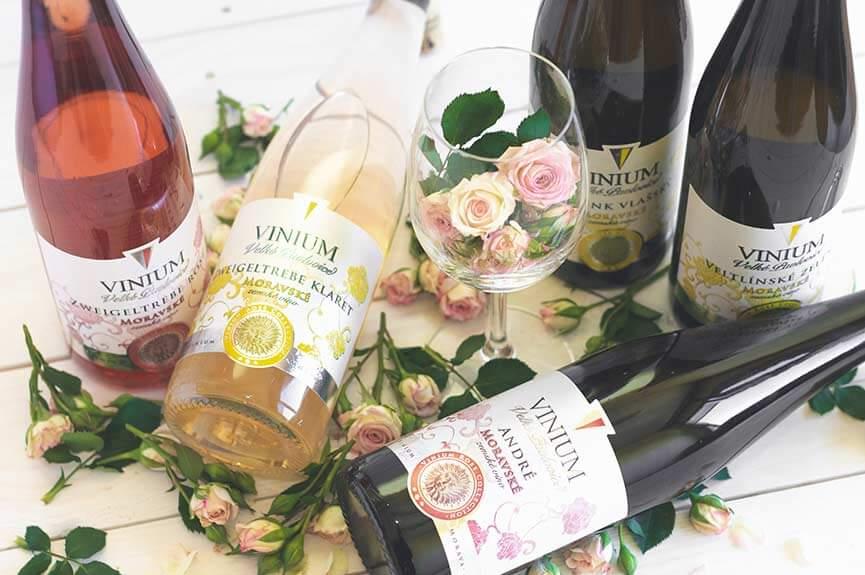 Výběr vín s dekorací, zemské víno, Rose Collection – VINIUM Velké Pavlovice