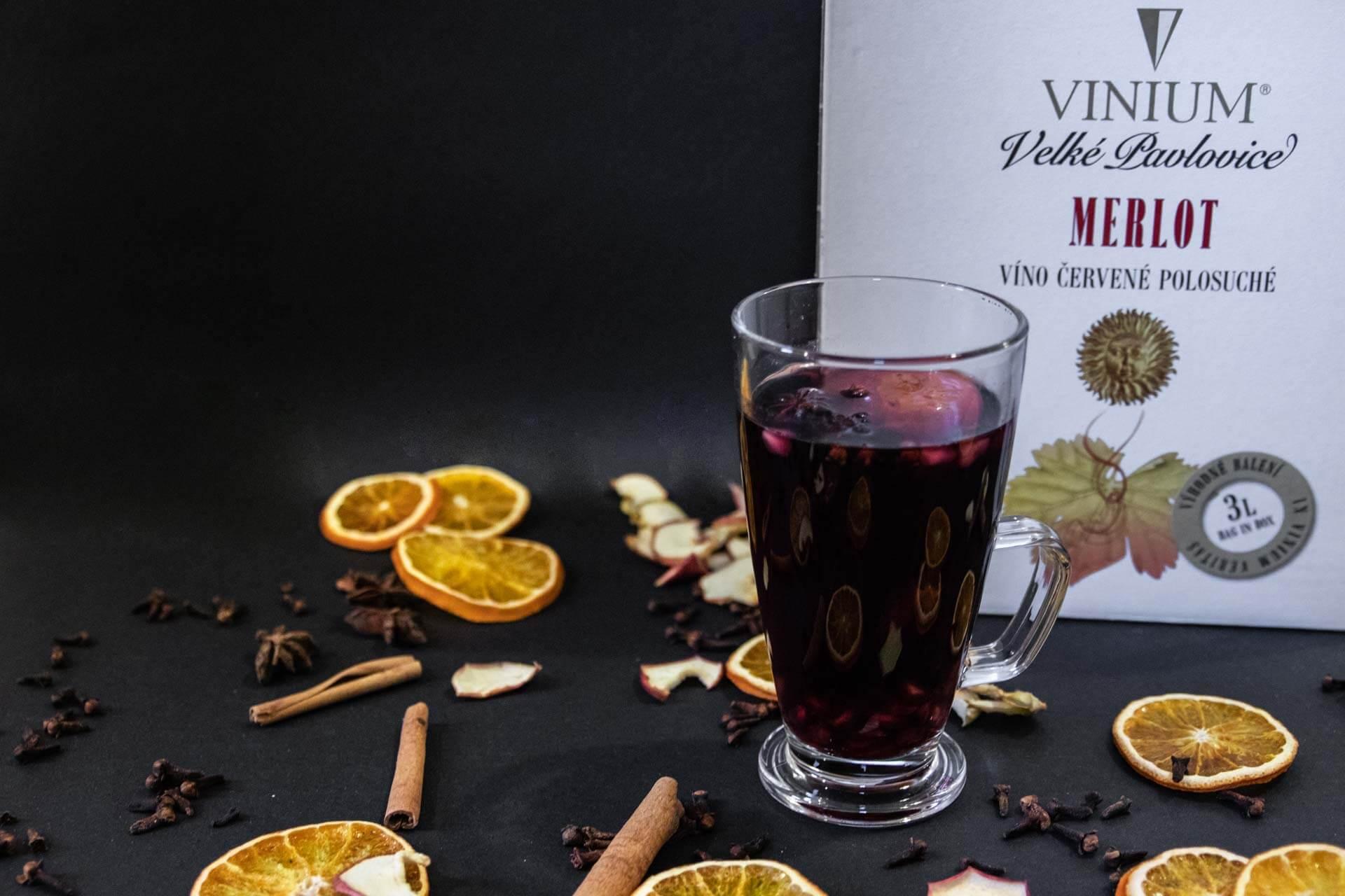 Foto ke článku 3, svařák, červené víno, bílé víno, VINIUM