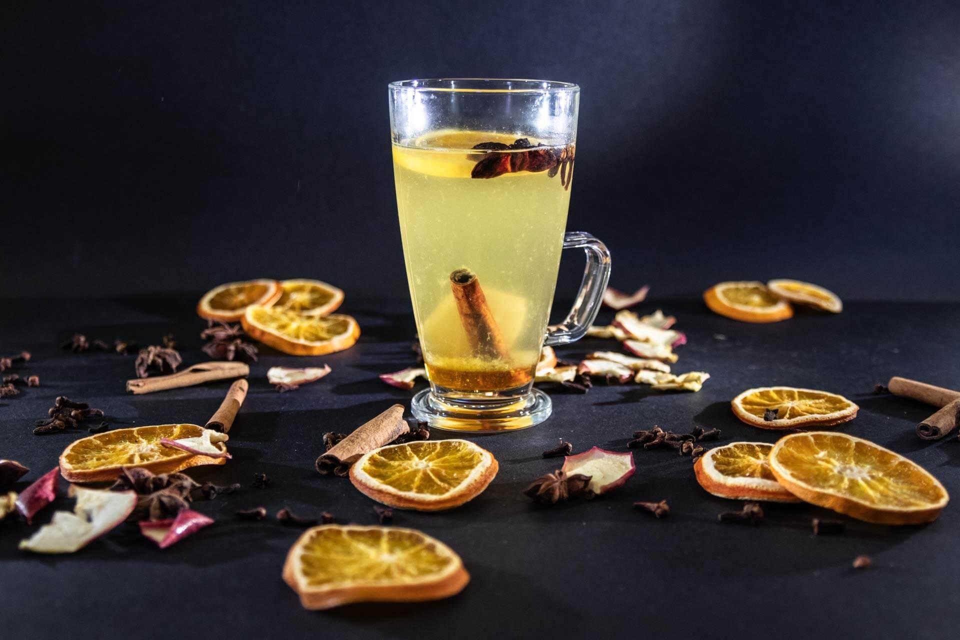 svařák z bílého vína VINIUM ve sklenici