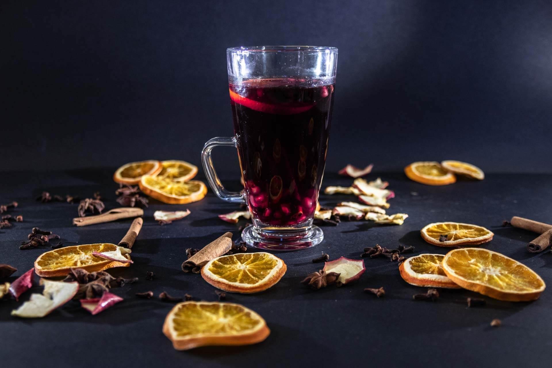 svařák z červeného vína VINIUM ve sklenici