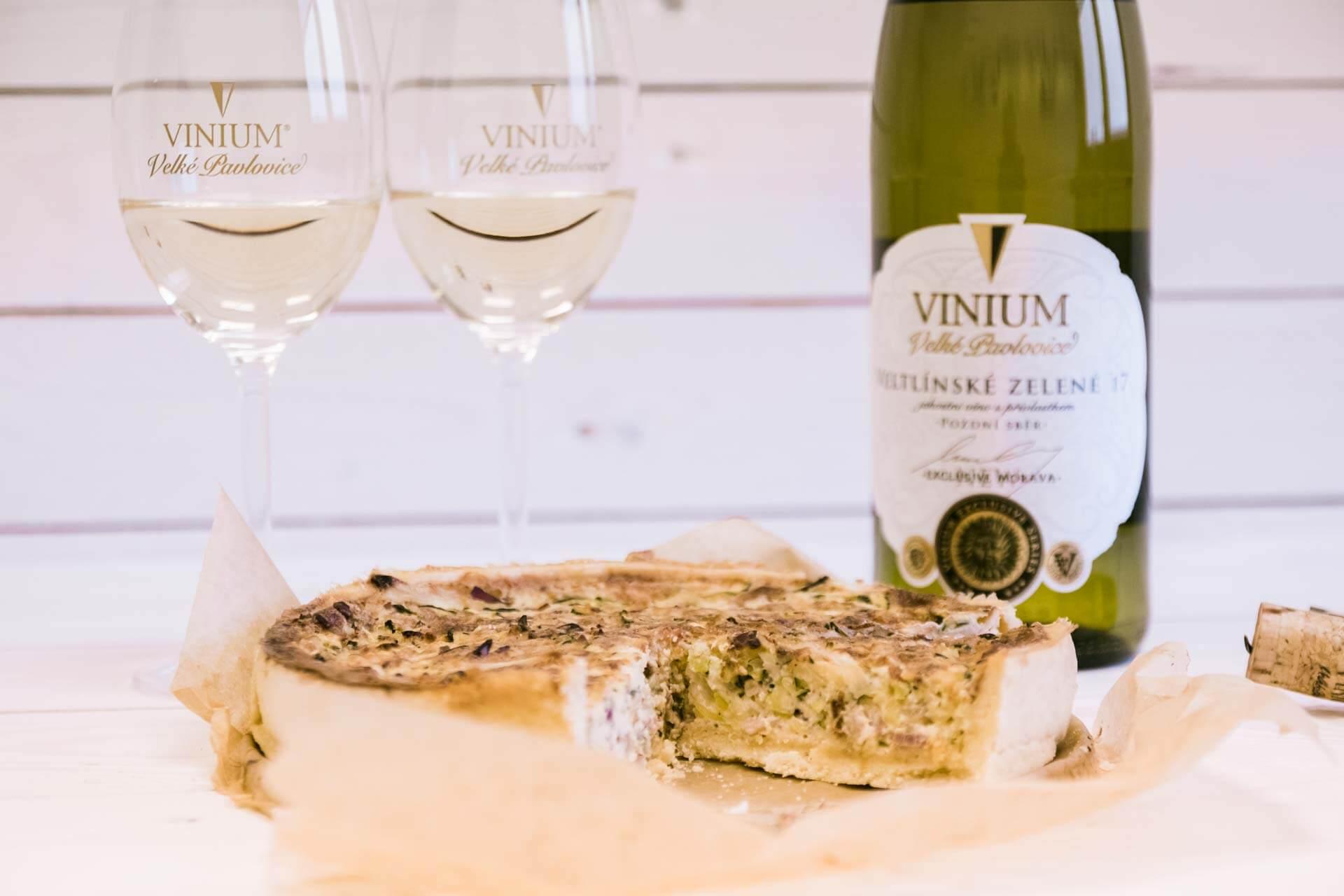 Foto ke článku 2, recept quiche, slaný koláč, Veltlínské zelené, VINIUM