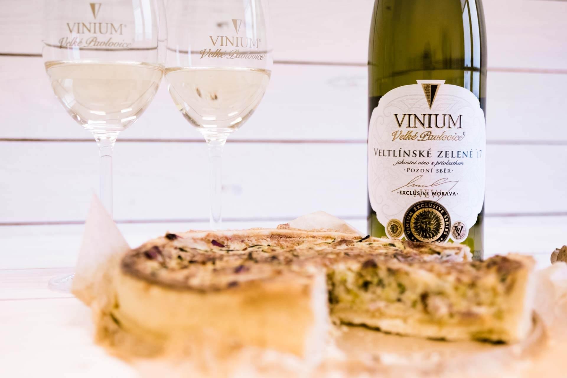 Foto ke článku 5, recept quiche, slaný koláč, Veltlínské zelené, VINIUM
