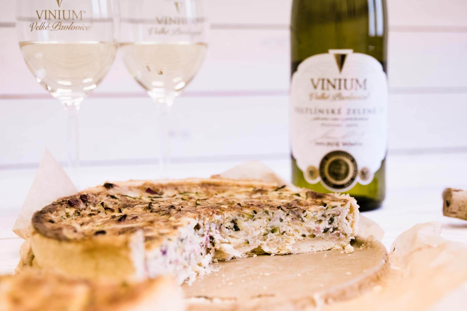 Foto ke článku 6, recept quiche, slaný koláč, Veltlínské zelené, VINIUM