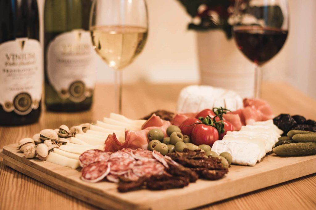 Foto ke článku 4, Silvestr, dobroty, jídlo, tapas, víno, VINIUM