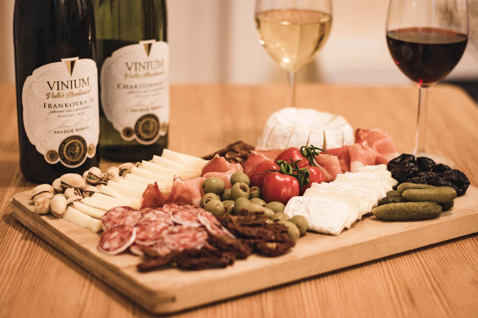 Foto ke článku 8, Silvestr, dobroty, jídlo, tapas, víno, VINIUM