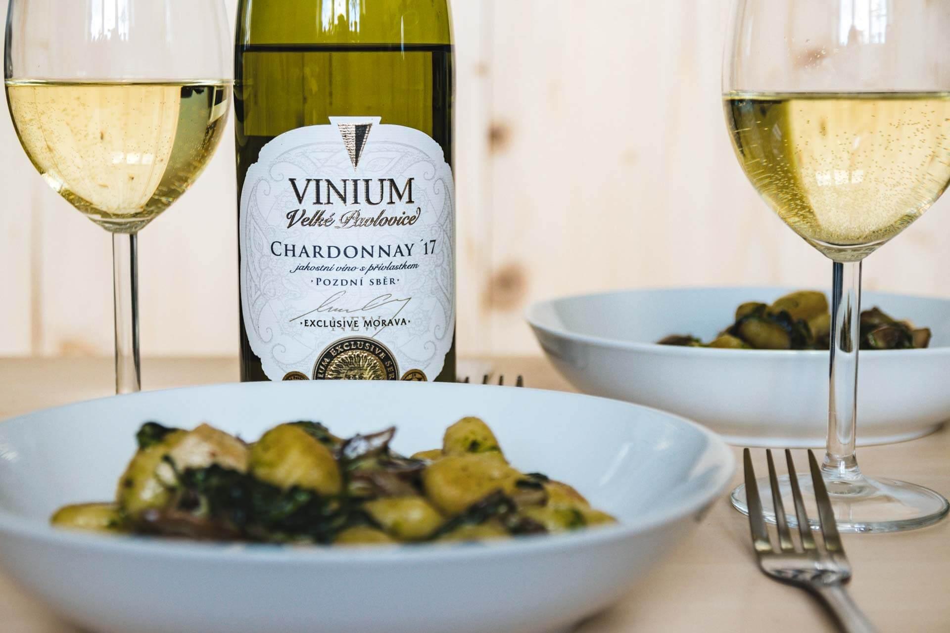 gnochi se špěnátem, víno, Chardonnay, VINIUM, foto ke článku 3