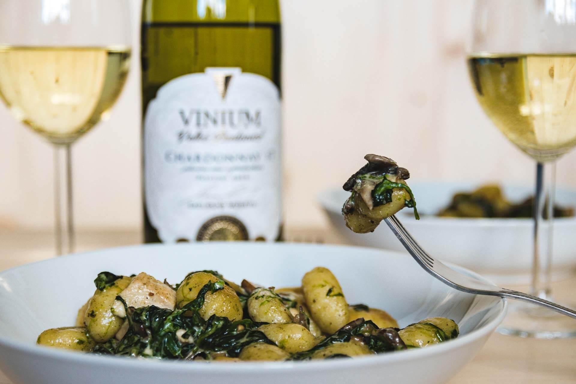 gnochi se špěnátem, víno, Chardonnay, VINIUM, foto ke článku 4
