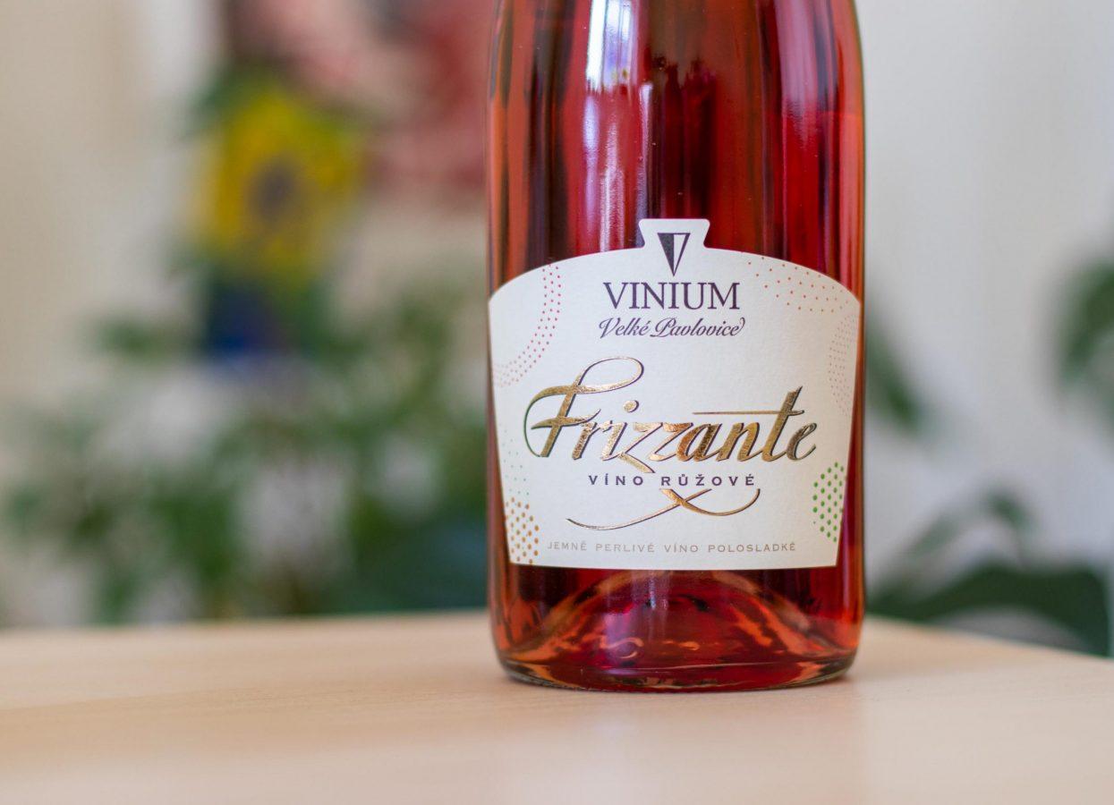 Frizzante, víno růžové, VINIUM
