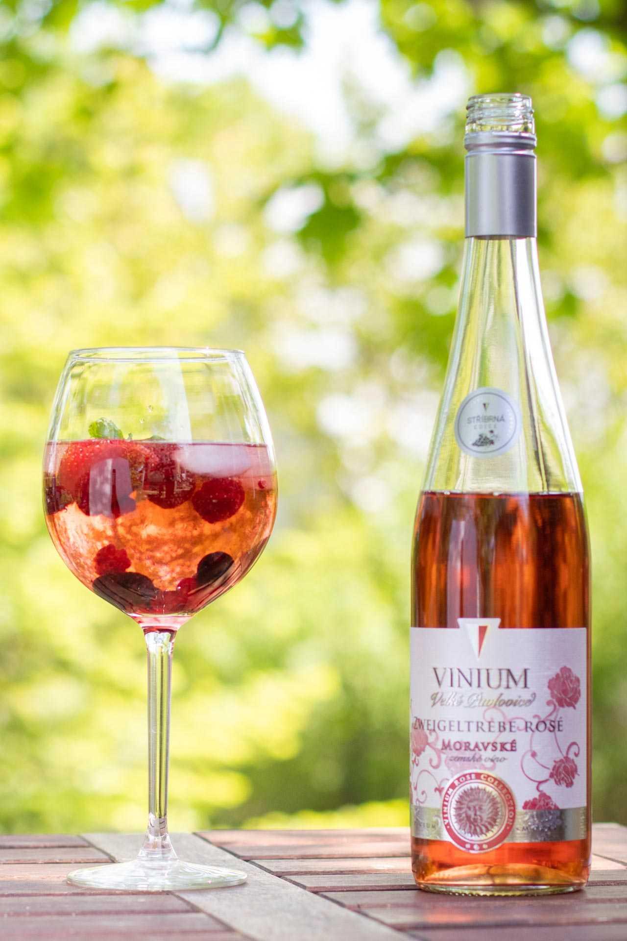 Vinný střik, Růžové víno, Vinium, letní drinky, osvěžení